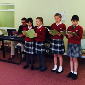 Children sing for the residents of Ribbetts House Event Image
